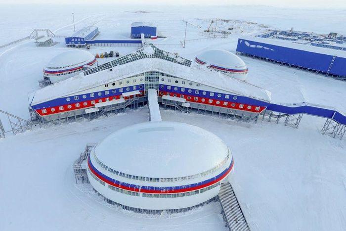Новозбудована військова база «Арктичний трилистник».