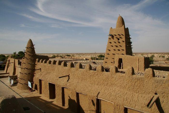 Мечеть Джингеребер, яка була побудована в 1327 р. за наказом Манса Муси, сьогодні входить до списку Всесвітньої спадщини ЮНЕСКО