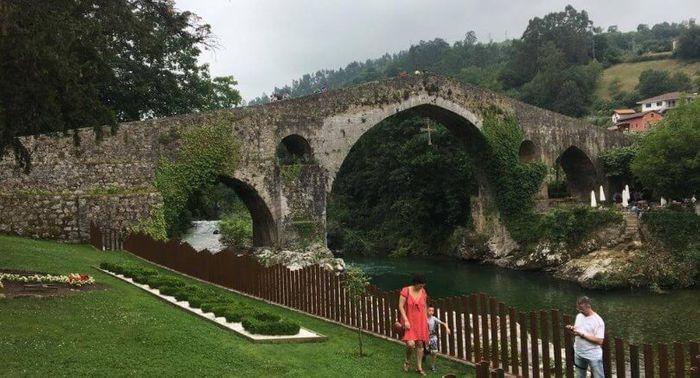 CANGAS DE ONÍS, uno de los pueblos más bonitos que ver en Asturias.