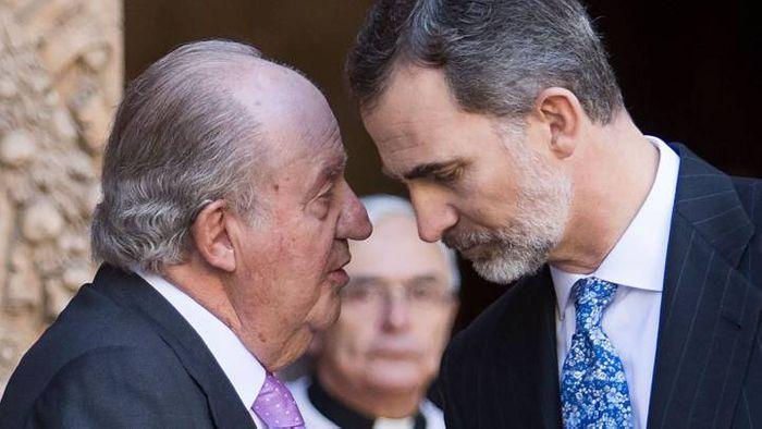 Король -отец Хуан Карлос I и действующий король Испании Фелипе VI фото