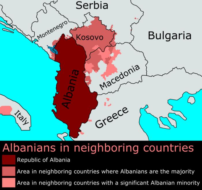 Албанське населення у країнах-сусідках Албанії. Темнішим кольором позначені території, де албанці становлять більшість населення, світлішим – території, де вони є меншинами.