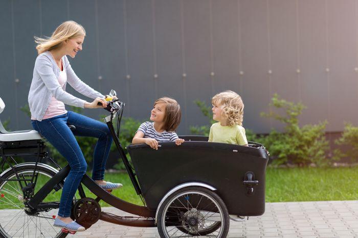 Op uitstap met de kinderen in een elektrische bakfiets.
