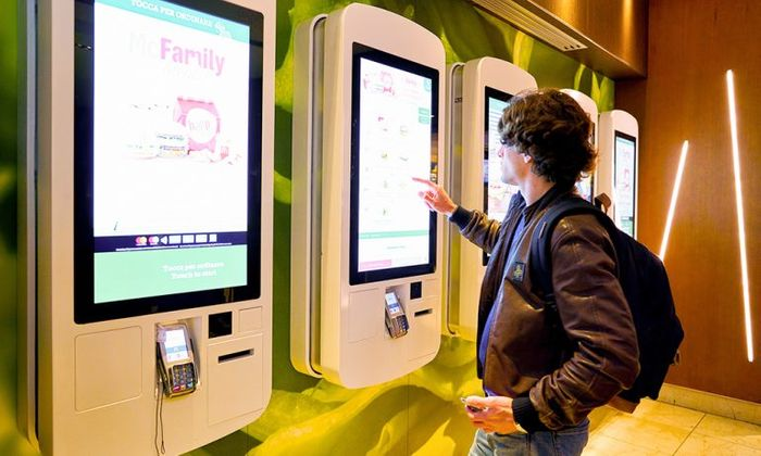 Digitizing at Fast Food Chains with kiosks