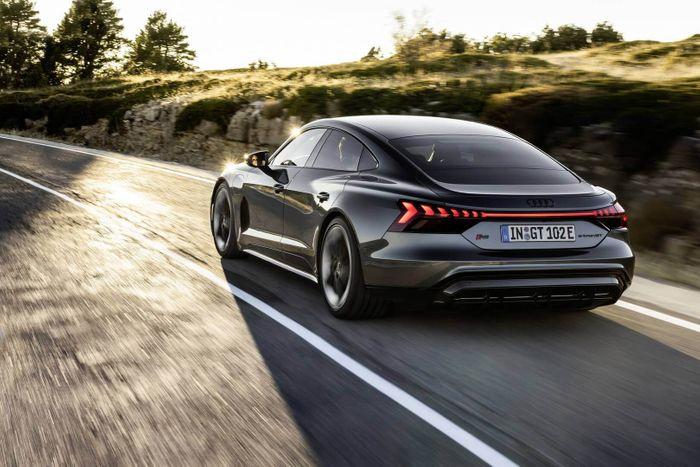 Спортивный и прогрессивный: Audi представила четырехдверное электрическое купе RS e-tron GT