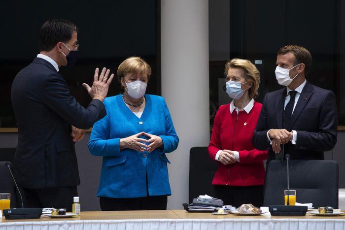 Лідери ЄС на бюджетному саміті.