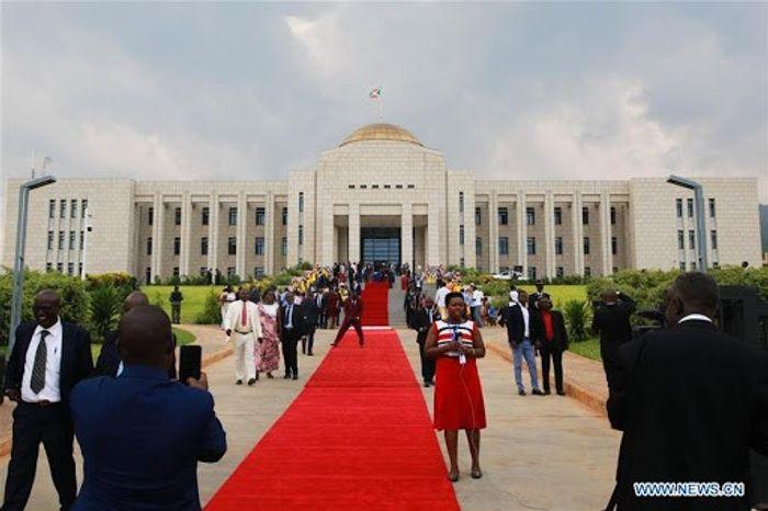 У лютому 2019 року Китай подарував Бурунді новий президентський палац на знак дружби між країнами.