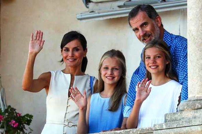 Королевская семья Испании во дворце Альмудайна наМайорке