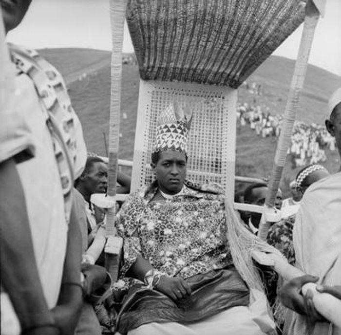 Нтаре V – останній монарх Королівства Бурунді, що був скинутий у 1966 році.