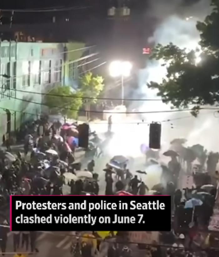 Скрін з ролику в Дуєні: «7 червня в Сіетлі між мітингарями та поліцією відбулась жорстка сутичка»