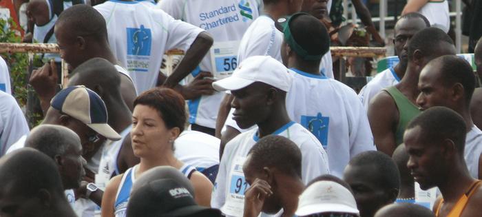Mi amiga Olga S. momentos antes de empezar la Maratón de Nairobi