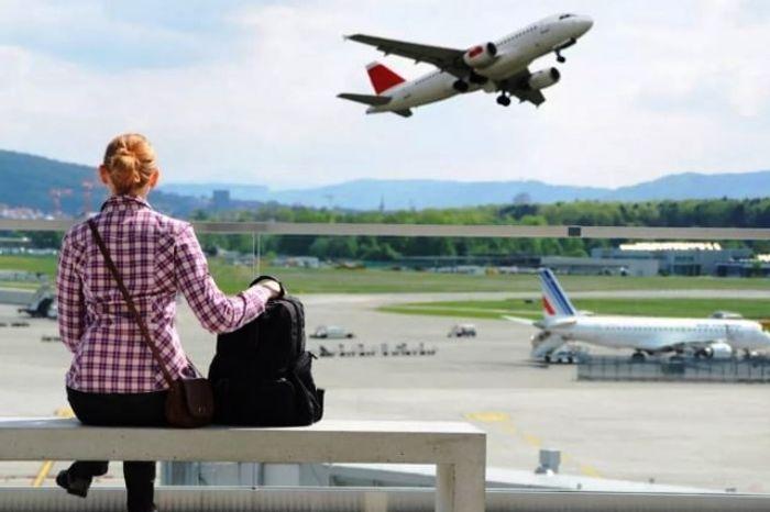 В ожидании разрешения посадки на самолет. Фото
