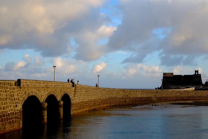 Puente de las Bolas y Castillo de San Gabriel en Arrecife