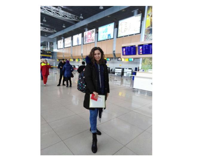 Аліна в аеропорту перед вилітом до Туреччини