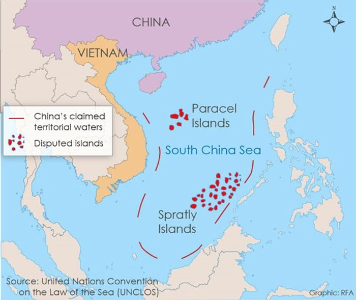 Сімома лініями відмічена територія Південнокитайського моря, яку Пекін вважає своїми територіальними водами.