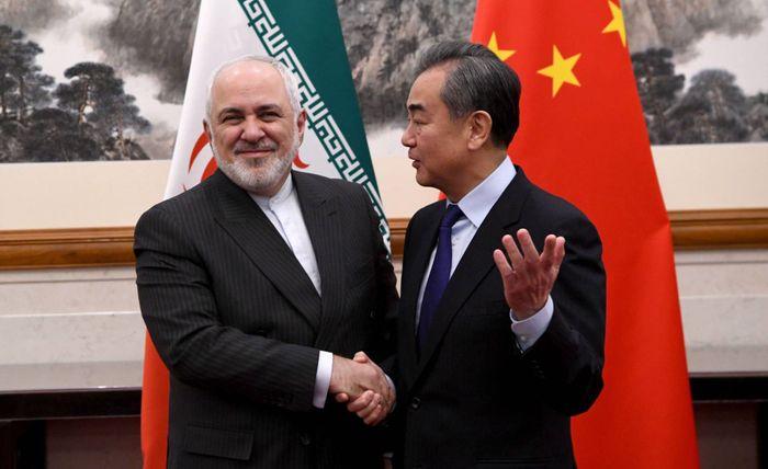 Міністр закордонних справ Ірану Мухаммад Заріф (зліва) та його китайський колега Ван Ї