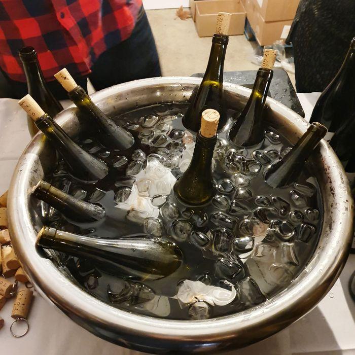 Даже зимой на Майорке охлаждать вино вполне уместно