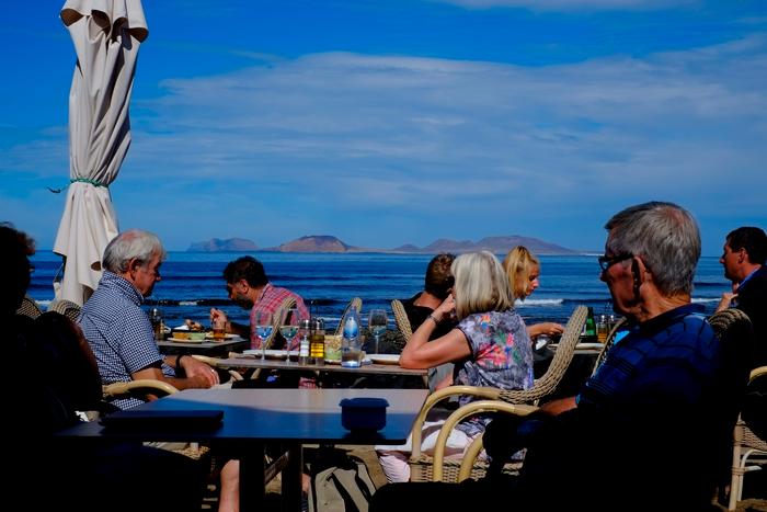 Vistas desde la terraza del Restaurante Sol, en Caleta de Famara