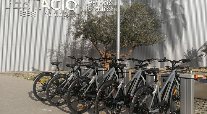 E-bike deelsysteem met draadloze laadstations