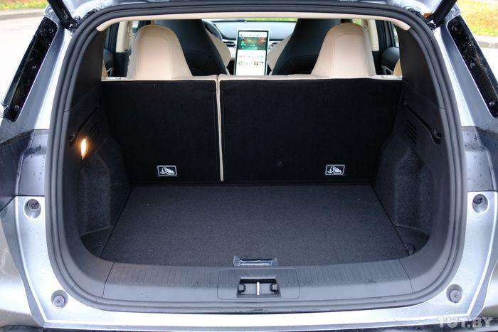 Багажник аккуратный, но объемом не впечатляет — 378 литров