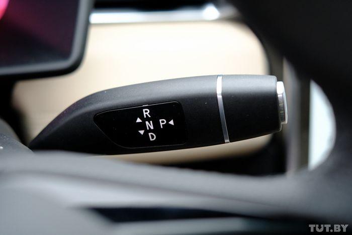 Селектор режимов движения такой же, как у Tesla Model X