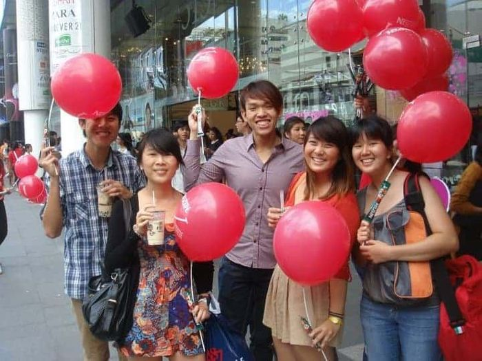 More balloons! Nescafe Roadshow Road show Emcee Singapore
