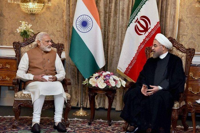 Прем'єр-міністр Індії Нарендра Моді (зліва) та президент Ірану Хассан Рухані