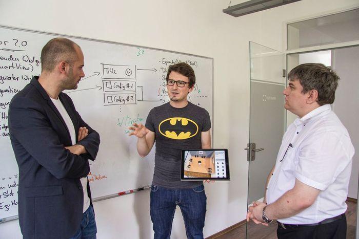 Geschäftsführer Andreas Zeitler im Gespräch mit Dr. Danyal Bayaz und Stefan Schmidt