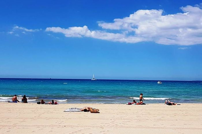 Соблюдение дистанции 2 метра на пляже
