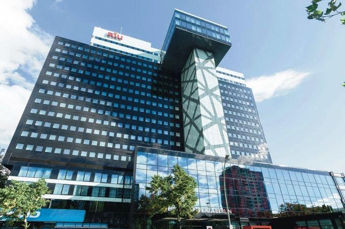 ОтельRIU Plaza Berlin