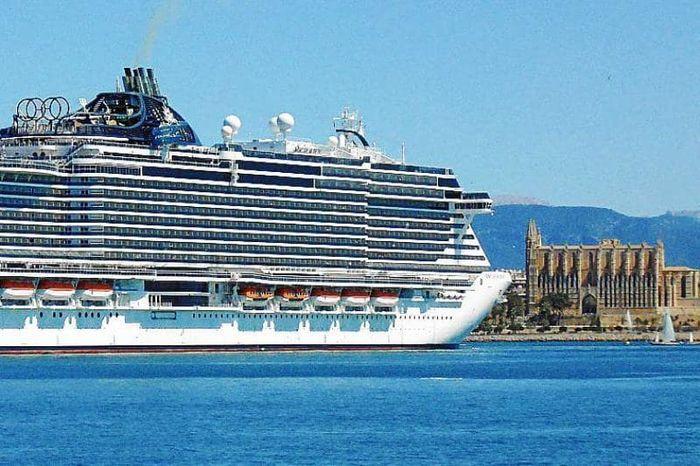 МегалайнерMSC Seaview заходит в порт Пальма 2019. фото