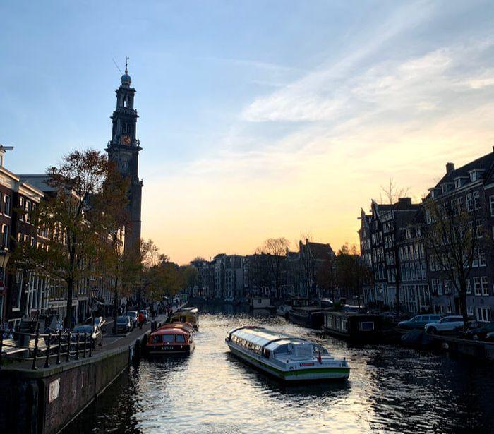 Estupenda vista junto a los canales, en el barrio de Jordaan.
