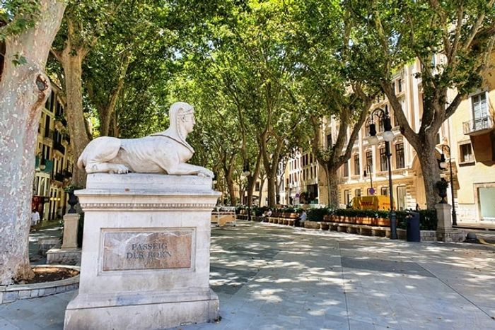 Сфинкс на бульваре Дес Борн, Пальма де Майорка. Авторское фото